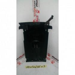 Plastica centrale pedana central plastic footpeg Honda SH 150 i 13 16